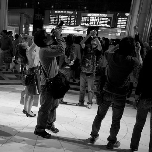 東京駅丸の内駅舎のドーム天井を眺める